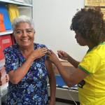 A aposentada Maria dos Remédios Beleza, 70, aproveitou a ida ao Centro Social do Servidor para se vacinar.