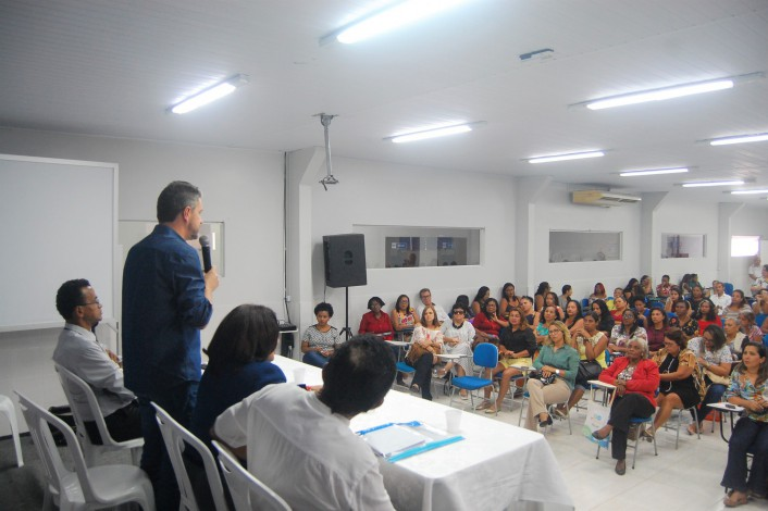 Aulas foram realizadas no auditório do Instituto de Ensino Superior Franciscano (Iesf)