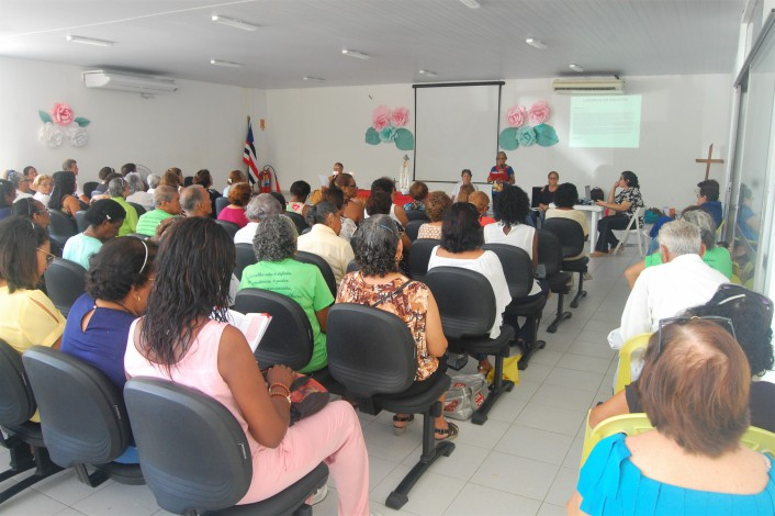 Celebração realizada no auditório do Centro Social dos Servidores homenageou as mães aposentadas