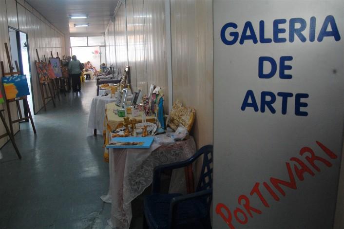 Manhã de atividades contou com brechó e exposição de arte