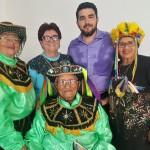 A coordenadora do PAI, Arlete Pontes, e o diretor do Fepa, Valdene Pereira, com integrantes do bumba-meu-boi Estrela de GEN