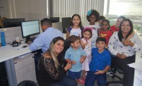 Programação foi de atividades lúdicas com as crianças, realizadas no espaço de trabalho dos pais